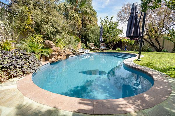 """Jackson"" Kidney-Shaped Fibreglass Pool Design in Perth | Pool Buyers Guide"